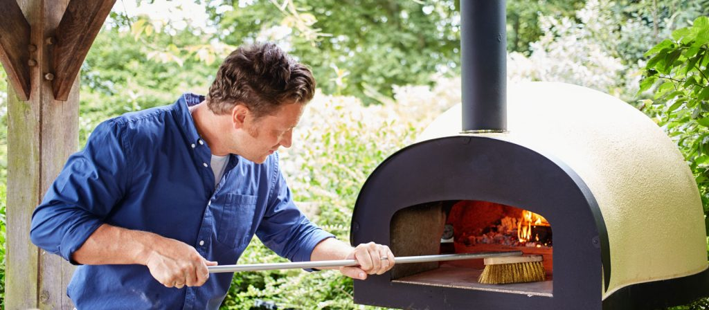 outdoor wood fired pizza oven tips from Jamie Oliver